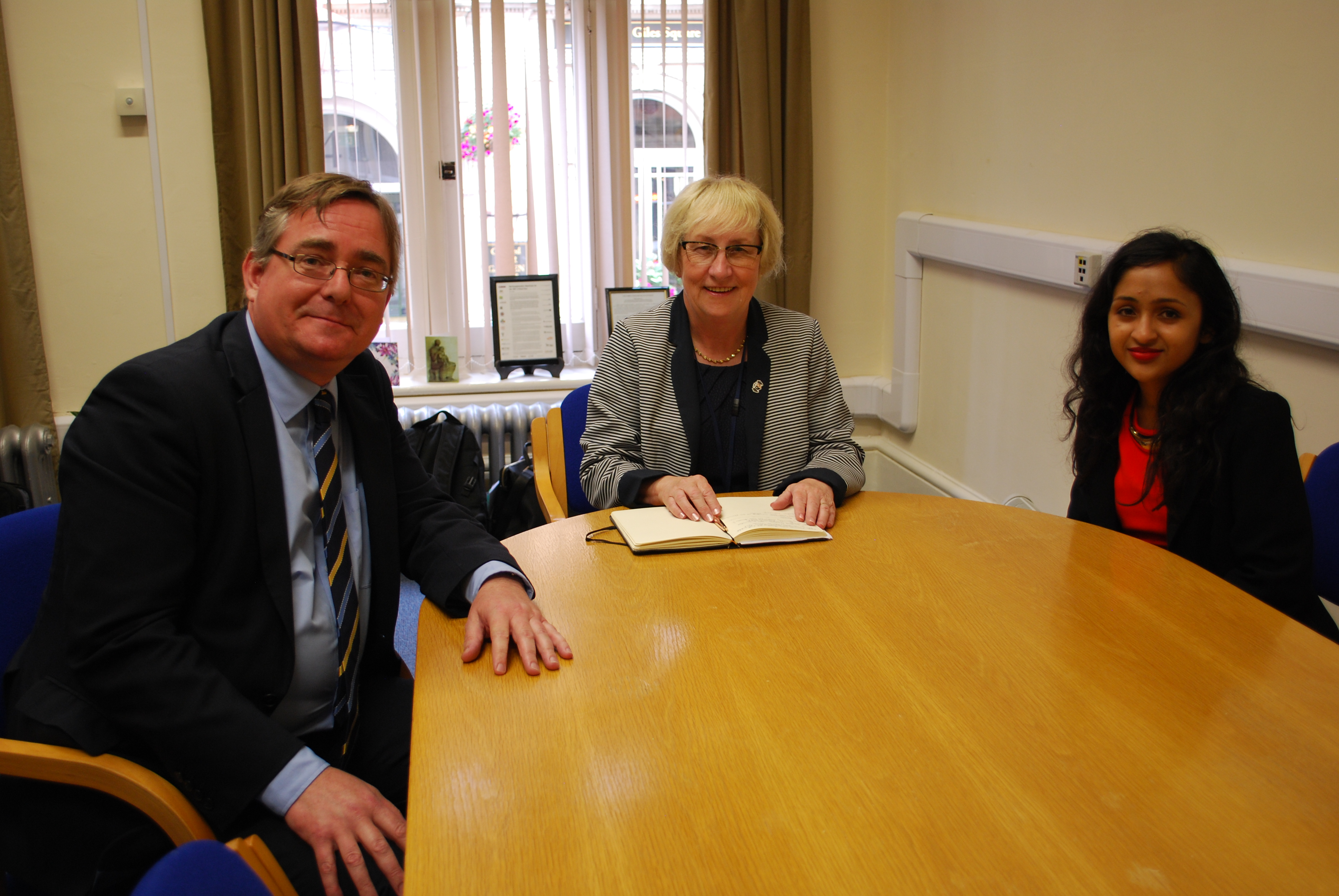 Cllr Mary Markham with DCLG officials