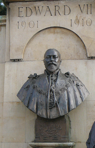 Bust of King Edward VII on the corner of Cheyne Walk and Billing Road